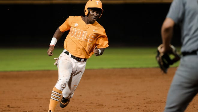 Tennessee freshman outfielder Justin Ammons was named SEC Freshman of the Week for his performance during UT's season-starting road trip.