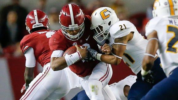 Alabama quarterback Jalen Hurts, runs the ball against