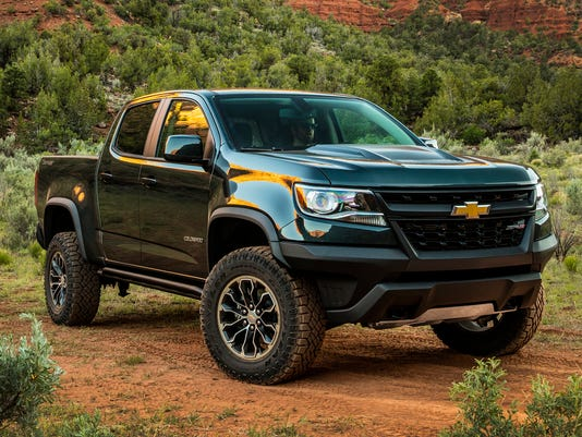 44b390fd07 Can t afford full-size  Edmunds compares 5 midsize pickup trucks