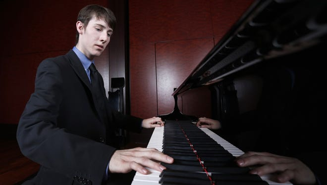 Pianist Gregory Hartmann will perform May 7 with the Lakeshore Wind Ensemble.