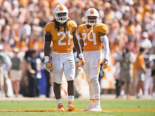 Tennessee linebacker Jalen Reeves-Maybin (21) and defensive