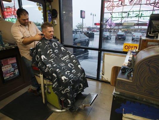 STG 0824 barber 03.jpg