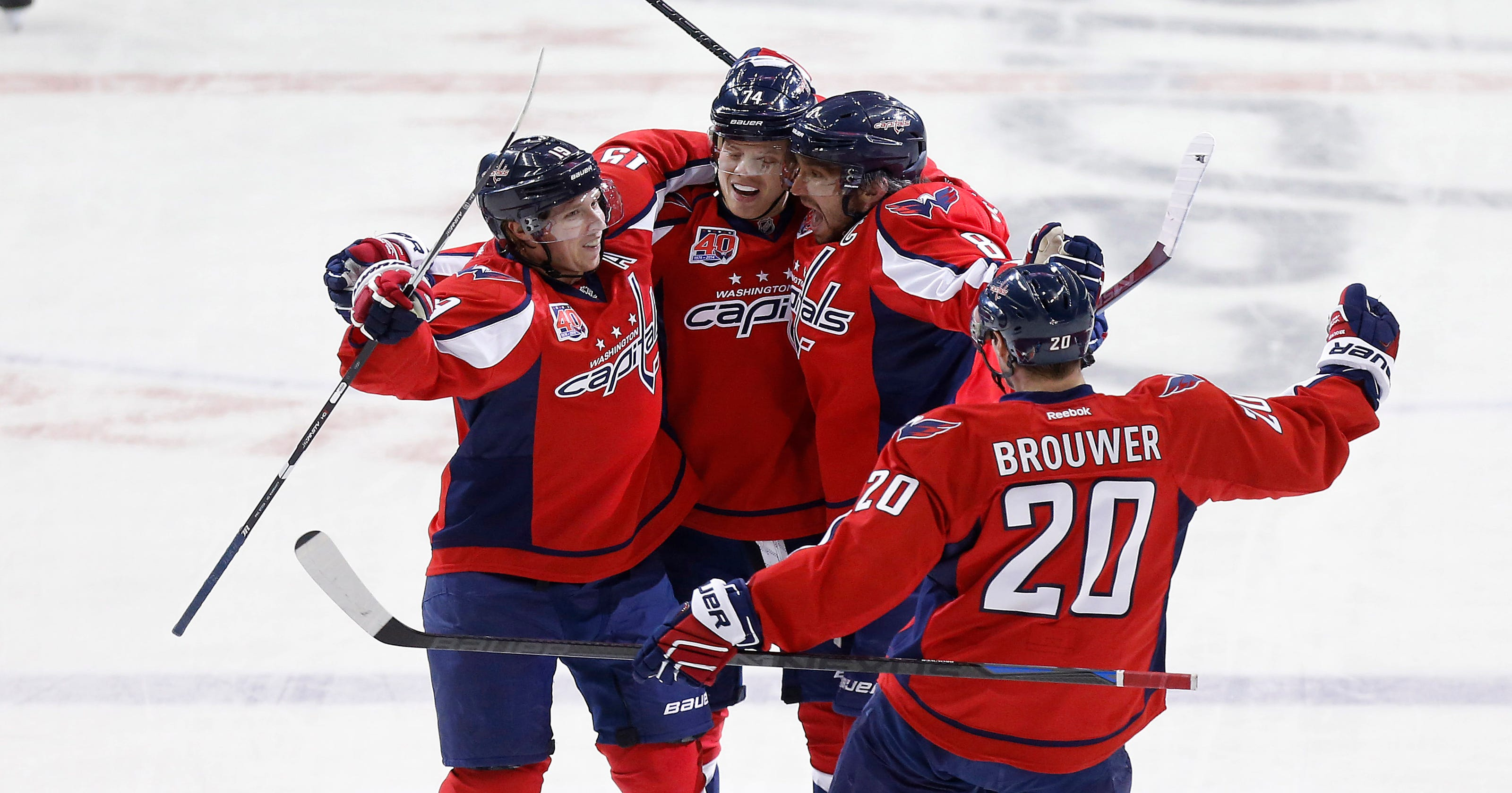 ef8f8afb184 Holtby makes 32 saves as Capitals slow surging Bruins