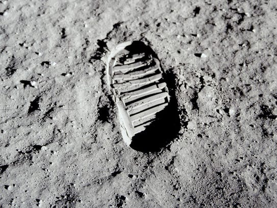 This shows Aldrin's 1969 picture of his footprint on