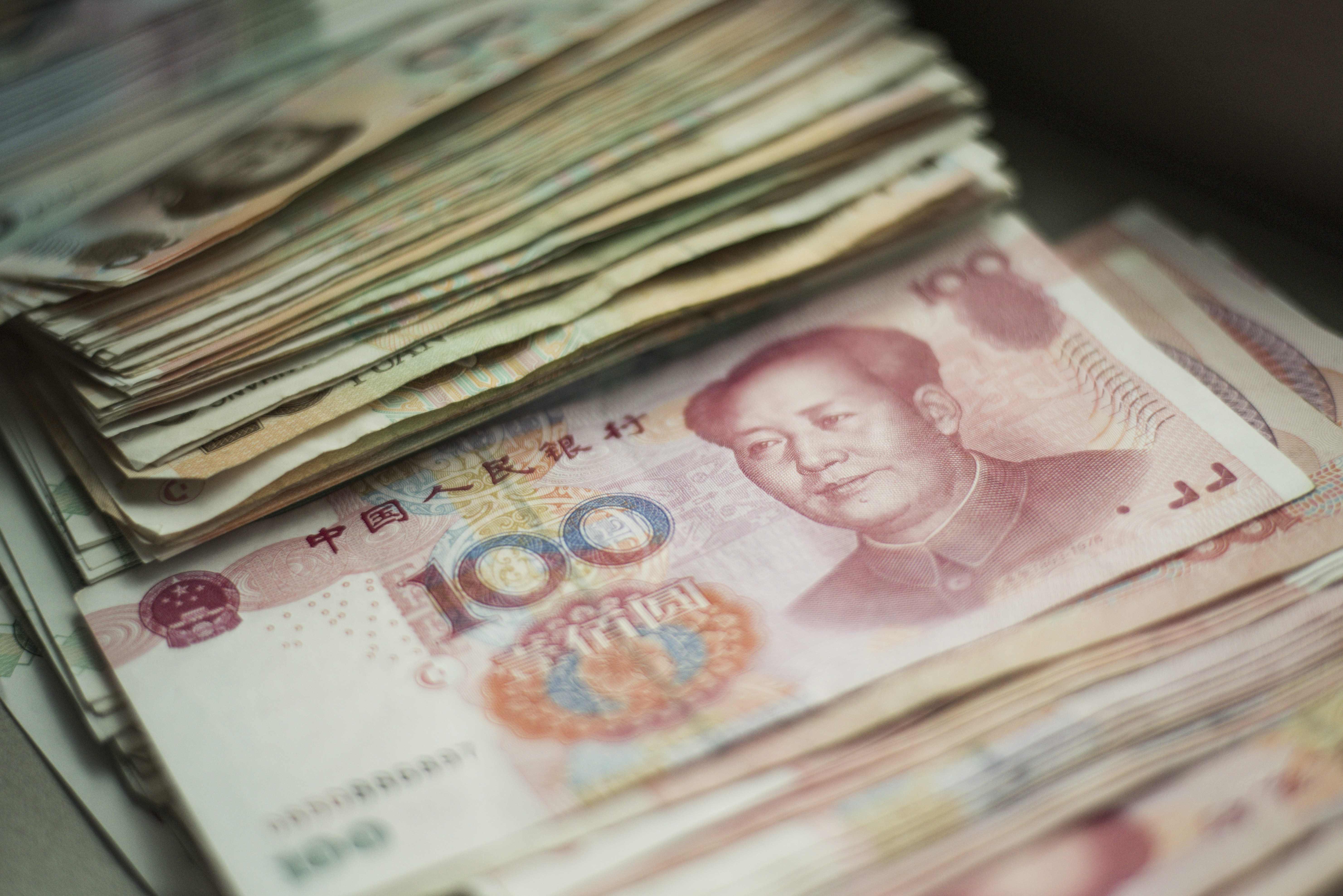Vagt g 7 lofte om att lyfta dollarn