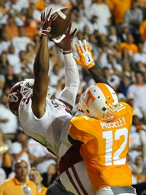 Oklahoma wide receiver Sterling Shepard pulls a touchdown pass to tie the game and send it into overtime in 2015.