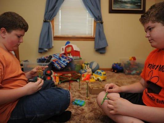 cos 06xx autism reveal family 002.JPG