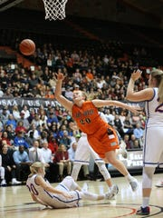 Silverton's Maggie Roth and the Foxes fall to La Salle 42-28 in the OSAA Class 5A state championship on Friday, March 10, 2017, at Gill Coliseum in Corvallis.