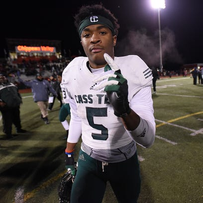 Cass Tech's Mangham, West Bloomfield's Dixon hope to pick colleges before season