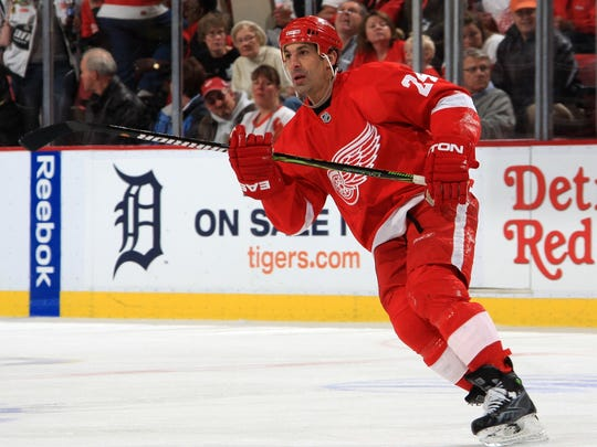 ec5d14e190e Chris Chelios leaves Detroit Red Wings to move closer to his mom