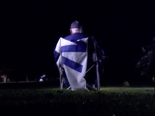 Cubs fan drives to father's grave to listen to World Series