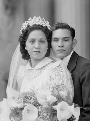 Undated wedding couple.