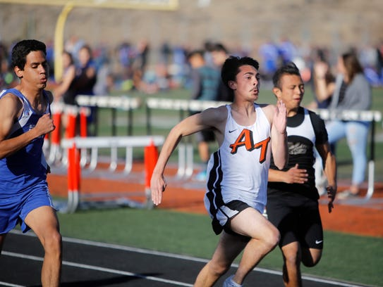 Aztec's Anthony Duncan pulls ahead of Bloomfield's