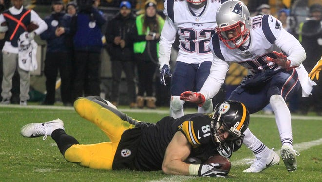 Pittsburgh Steelers tight end Jesse James (81) fails to hold the ball as he falls across the goal line against New England Patriots free safety Devin McCourty (32) and strong safety Duron Harmon (30) during the fourth quarter at Heinz Field. The play was ruled an incomplete pass. The Patriots won 27-24. Mandatory Credit: Charles LeClaire-USA TODAY Sports ORG XMIT: USATSI-359063 ORIG FILE ID:  20171217_gav_al8_069.jpg