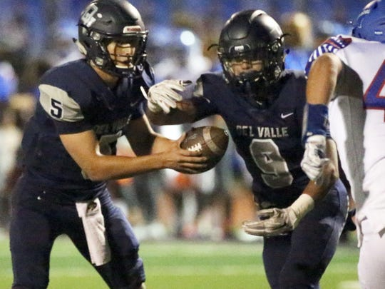 Del Valle quarterback Raymond Montez, 5, fakes a handoff to running back Adrian Vasquez for a keeper and score against Americas last year.