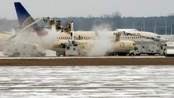 Jetliners are de-iced before take-off from Cleveland