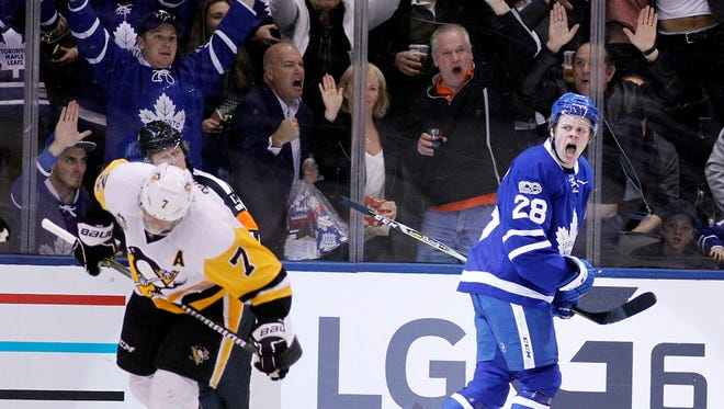 Toronto Maple Leafs forward Kasperi Kapanen (28) celebrates after scoring the tying goal against the Pittsburgh Penguins.