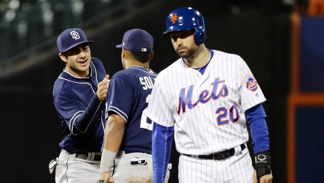 Neil Walker and the Mets' offense went just 1-for-10 with runners in scoring position in their 4-3 loss to the Padres on Thursday.