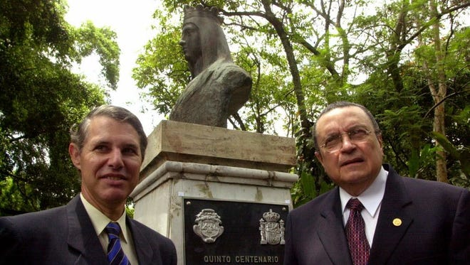 Christopher Columbus XX, left, and Costa Rican President Abel Pacheco in 2002.