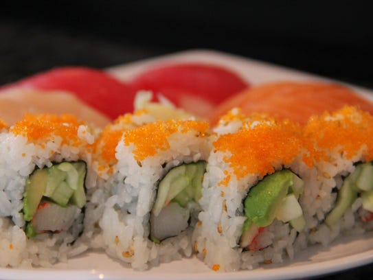 A California roll arrives alongside six nigiri at Su