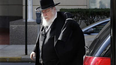 Rabbi Mendel Epstein arrives at the federal courthouse in Trenton for his trial in a kidnapping conspiracy.