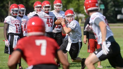Austin Simmons prepared to throw a pass at a practice last fall at USD.