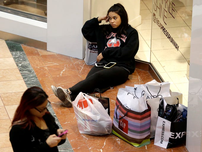 Black Friday Deals Lure Shoppers