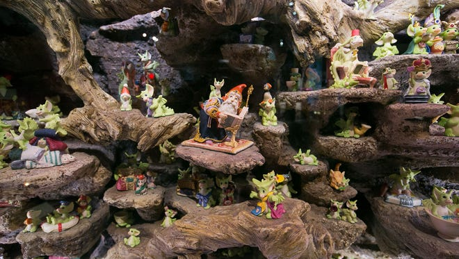Pocket Dragons delight at the Mini Time Machine Museum of Miniatures.