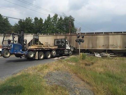 0904_truckcrash3