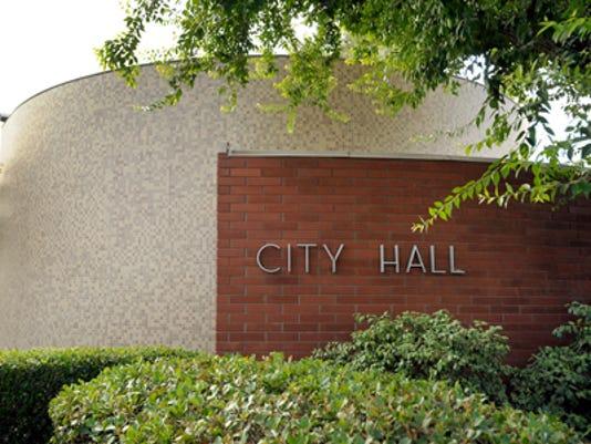 visaliacityhall.jpg
