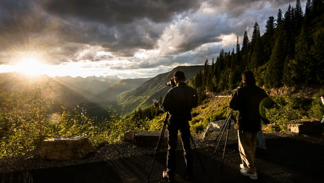 Glacier National Park goes big in Montana – the park itself covers 1,583 square miles (1,012,837 million acres).