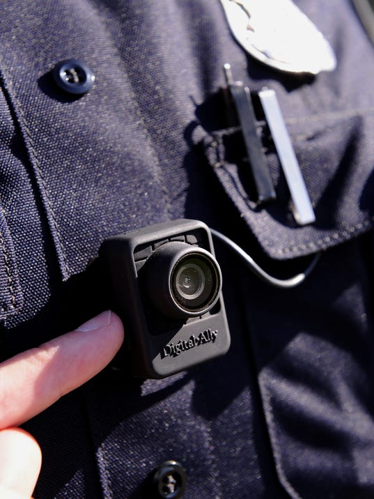 Police body camera law signed by Snyder