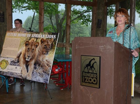 bpz Diane Thompson and lions.jpg