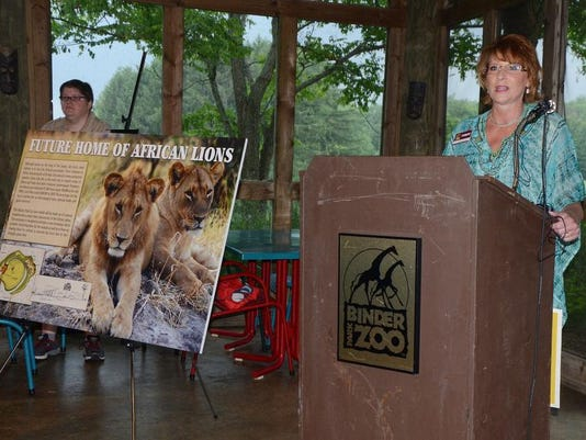 bpz Diane Thompson and lions.jpg