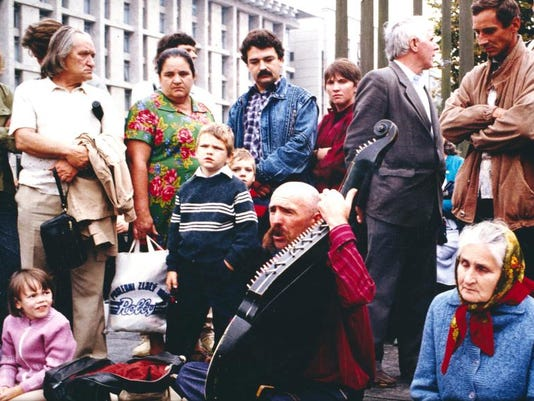 Kiev, Revolution Square, 8-19-91.jpg