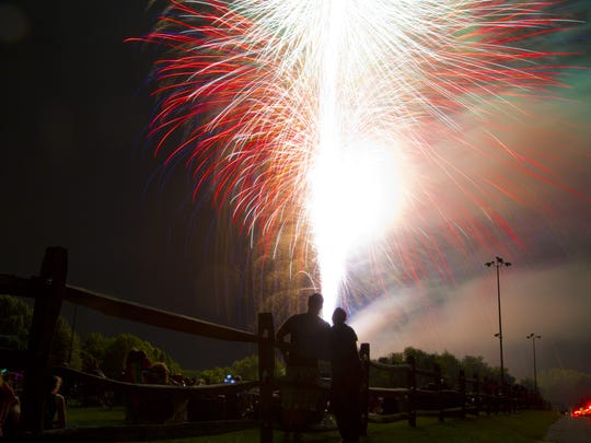 Boom, clap! Fireworks light up the sky at the 2015