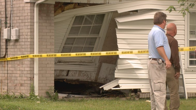 Car into house on Outer Loop