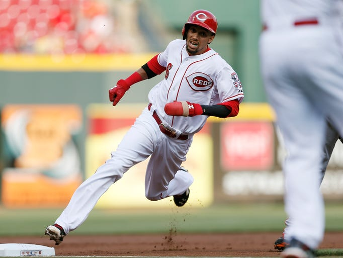 Reds center fielder Billy Hamilton (6) heads home from second base after a throwing error by Tim Lincecum (55) in the first inning.