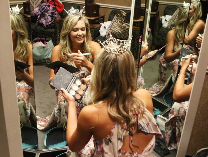 Miss Louisiana Jazzland Courtney Hammons touches up