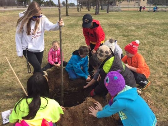 DCE Students Celebrate Arbor Day with Kronenwetter