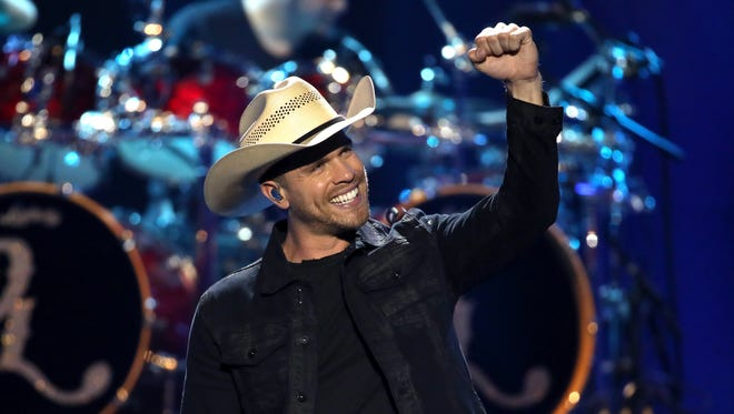 Dustin Lynch, who played Country USA in 2016, will be back in Oshkosh to headline the EAA AirVenture Oshkosh opening night concert on July 23.