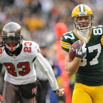 Packers receiver Jordy Nelson runs for a long touchdown