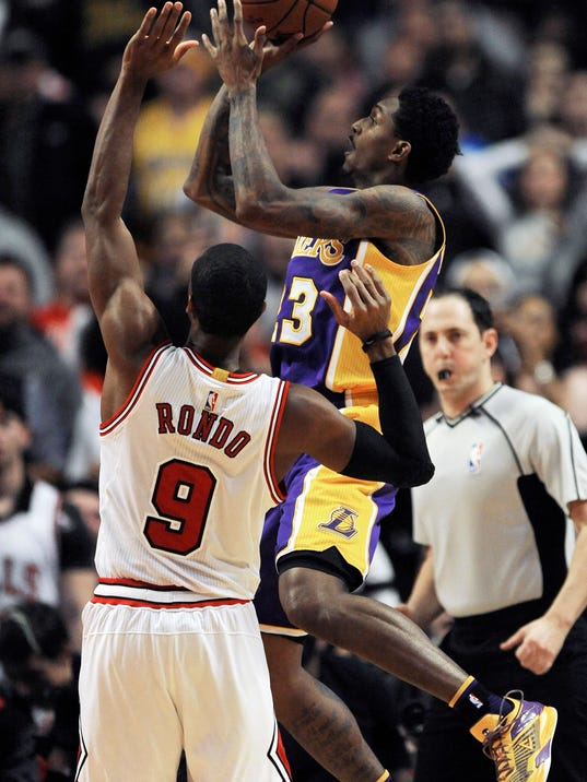Los Angeles Lakers' Lou Williams (23) goes up for a shot against Chicago Bulls' Rajon Rondo (9) during the second half of an NBA basketball game Wednesday, Nov. 30, 2016, in Chicago. Los Angeles won 96-90. (AP Photo/Paul Beaty)