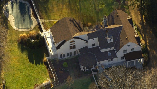 The Clinton's $1.7 million Chappaqua, New York, residence is seen in this aerial view Wednesday, Jan. 5, 2000. (AP Photo)