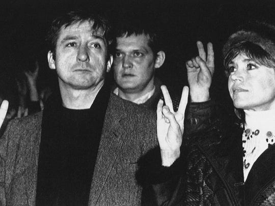 Tom Hayden and Jane Fonda join worshipers in 1987 at