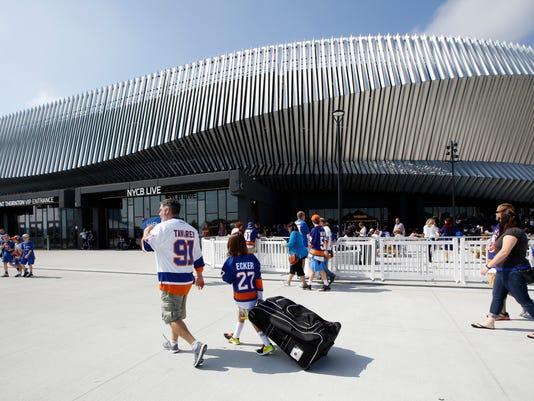 Islanders_Coliseum_Hockey_42071.jpg