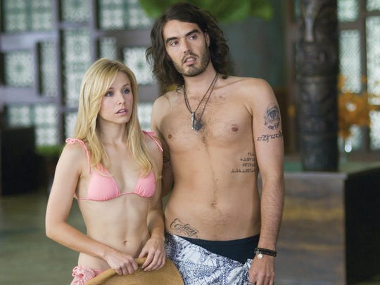 Peter discovers that his TV star ex-girlfriend, Sarah Marshall (Kristen Bell), was cheating on him with Infant Sorrow rocker Aldous Snow (Russell Brand).