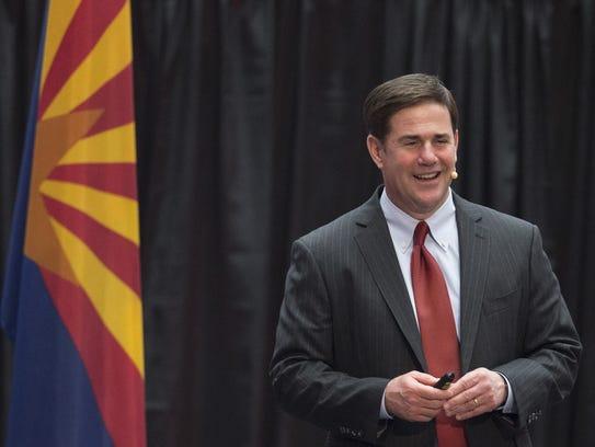 El gobernador Doug Ducey se reunirá en dos semanas