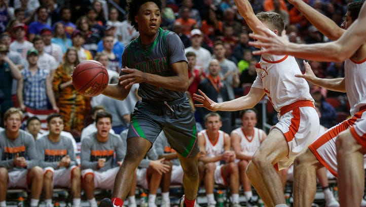 Des Moines North sophomore Tyreke Locure moves the