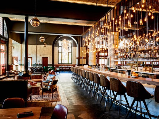 The flagship restaurant of the Detroit Foundation Hotel, the Apparatus Room features 18-foot ceilings and a circular bar that splits the lounge area – complete with fireplace – from the more formal dining area and open kitchen.